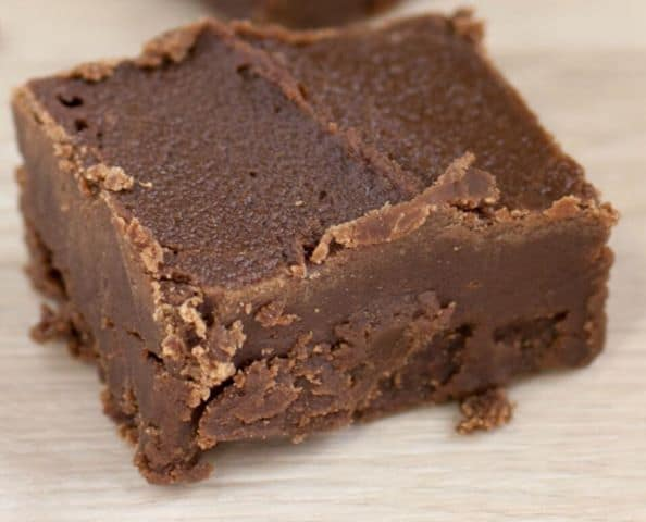 Easy keto fudge recipe. This low carb peanut butter fudge recipe is the best that I have tried. #keto #lowcarb #ketofudge